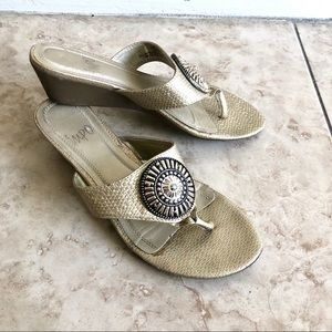 Impo gold thong sandals, size 6